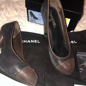 CHANEL Shoes - Chanel Round Toe Logo Pump Size 38.5